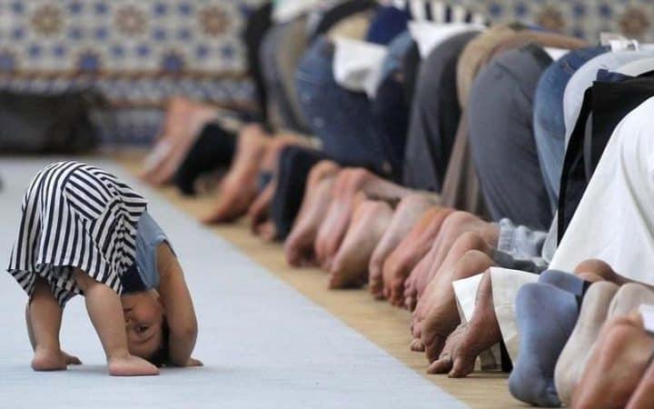Malaikat kecil dalam Masjid